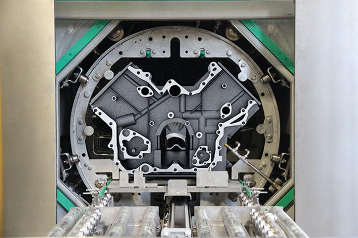 Zylinderblock in Reinigungskammer einer BvL-Korbwaschanlage NiagaraDFS mit Spezial-Düsensystem