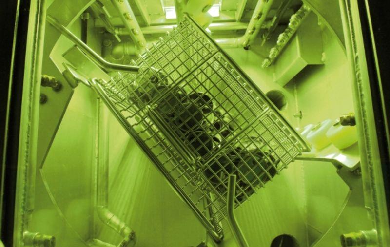 Vakuumtrocknung bei rotierendem Warenträger und durchsichtigem Hubtor