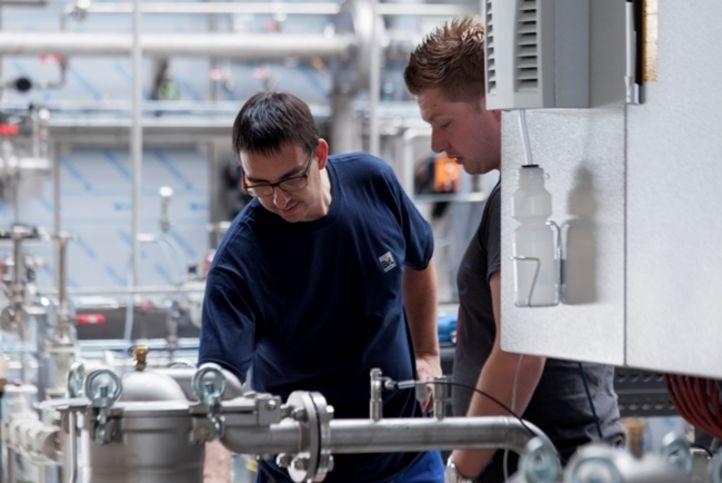 Intensive Beratung durch einen erfahrenen BvL Oberflächentechnik-Mitarbeiter