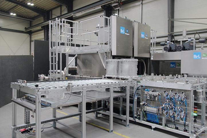 Kupplungsgehäuse vor hochautomatisiertem Reinigungssystem von BvL
