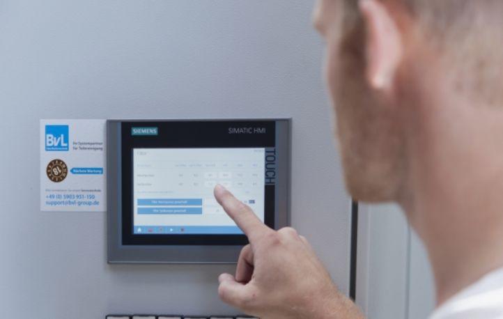 Vereinfachte Wartung einer BvL-Reinigungsanlage durch die Displayanzeige