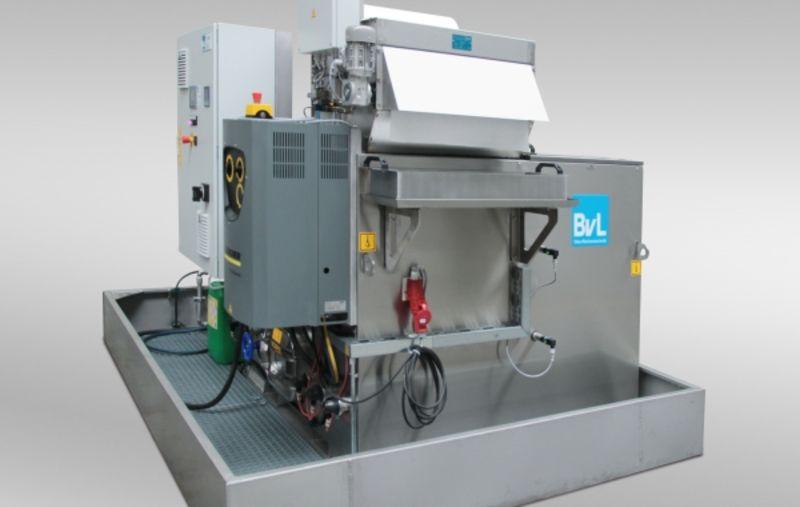 Zentralversorgungsanlage mit 2000l Waschtank und Bandfilter