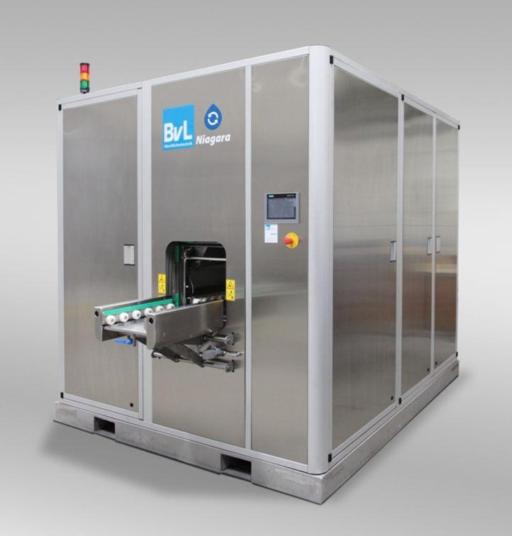 NiagaraMO Korbwaschanlage von BvL zur Reinigung von Medizintechnik-Teilen