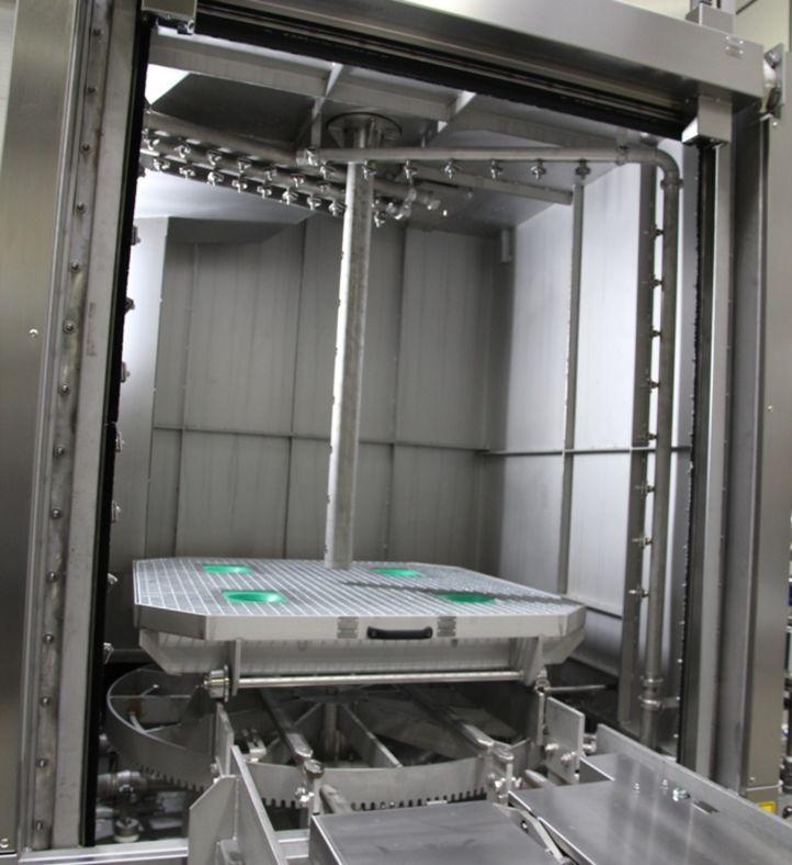 Innenansicht der Reinigungsanlage OceanRW von BvL mit ausgefahrener Lanze zur Bahn-Statorenreinigung