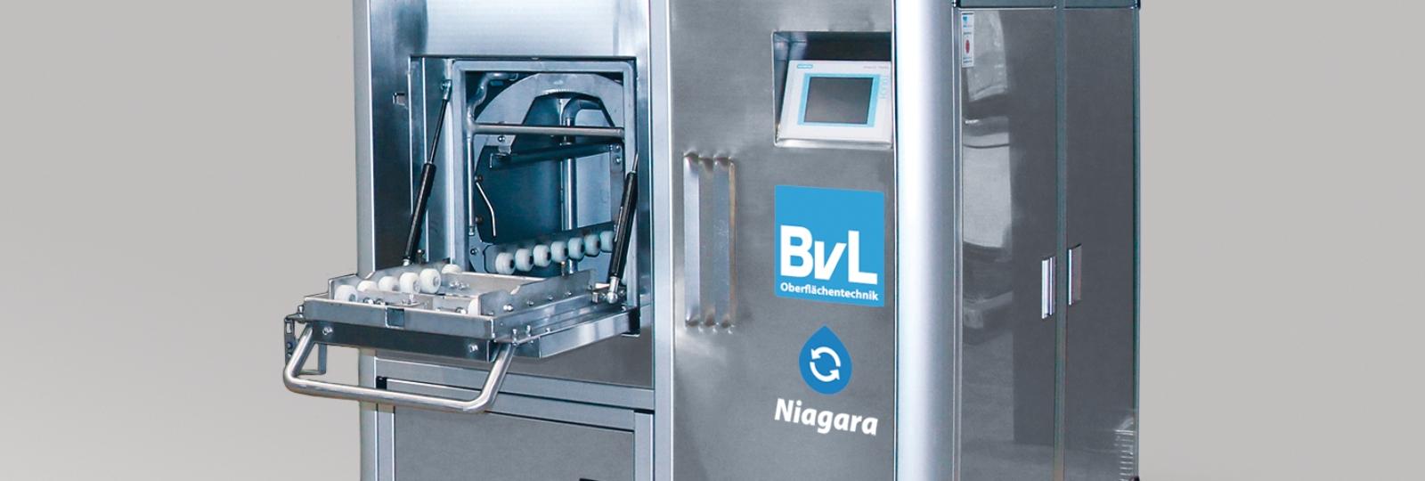 Die BvL-Reinigungsanlage NiagaraEM besticht durch kompakte Bauweise und modernes Design