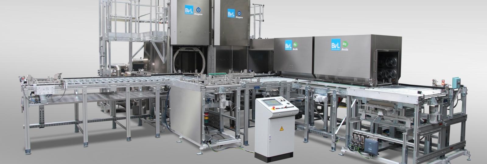 Die BvL Reinigungsanlage NiagaraFS funktioniert über ein rotierendes Rhönradsystem bei stehendem Düsenrahmen. Viele Systemkomponenten sind optional ergänzbar.