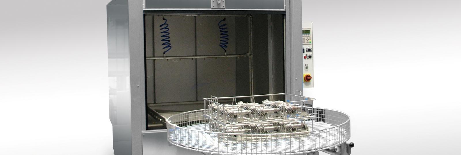 Die BvL Reinigungsanlage OceanHT ist eine universelle Ein-Tank-Spritzreinigungsanlage mit Hubtor und höhenverstellbarenden, rotierendem Düsenrahmen