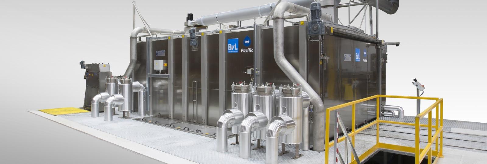 Die Reinigungsanlage Pacific der BvL Oberflächentechnik ist optimal ausgelegt für Bauteile mit sehr großen Außenabmessungen und hohen Gewichten.