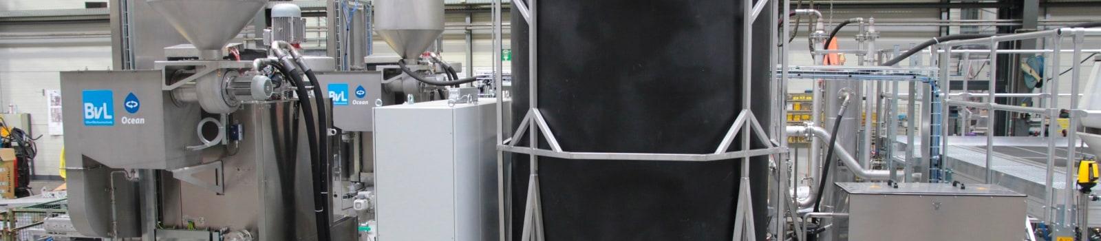 Zentralversorgungsanlage mit Dampfkondensator, Plattenphasentrenner und Plattenwärmetauscher